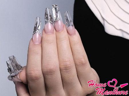 Утонченность и грациозность формы ногтей «Монро»