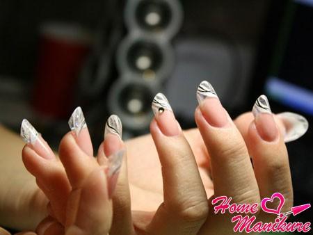 форма Пайп на ногтях небольшой длины