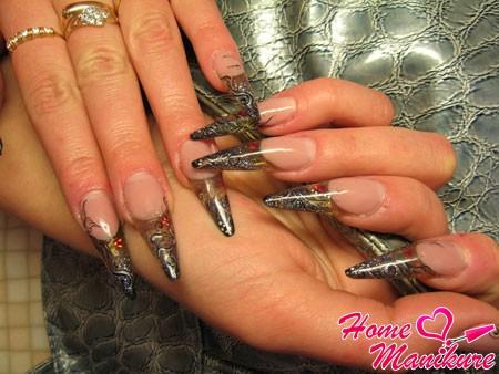 готика на длинных и острых ногтях