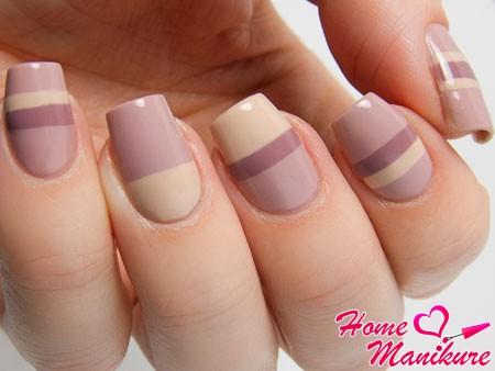 изящный геометрический дизайн ногтей в пастельных тонах