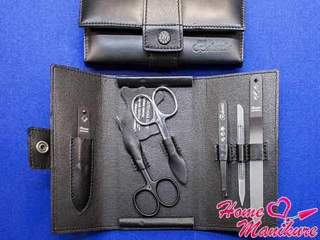 хранение маникюрных ножниц в специальном чехле