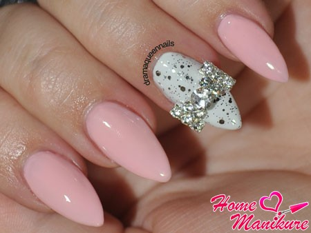 cool design almond nails to a celebration