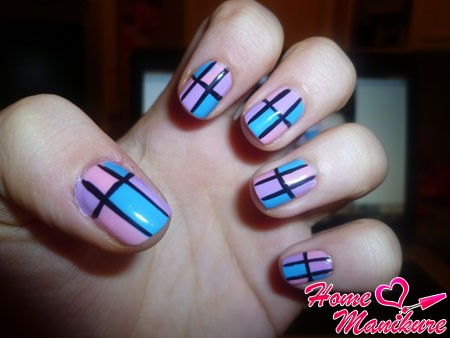 beautiful and fashionable striped summer manicure
