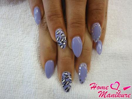 красивый нейл-арт на миндалевидных ногтях