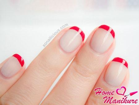 красный френч на круглых ногтях