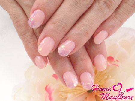 round nails with pastel design