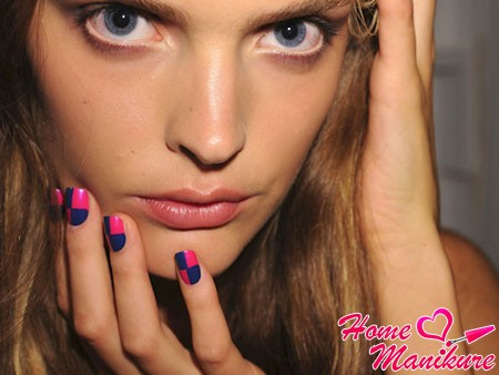 root nail art blue and pink design