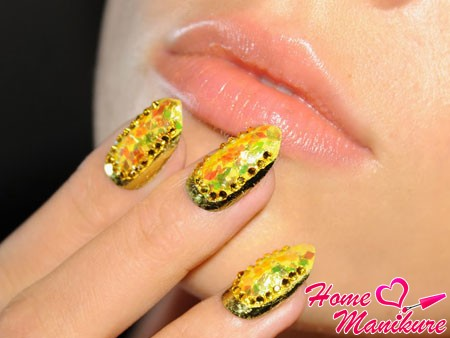 summer nail design with surround decor