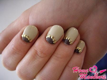 лунный маникюр на круглых ногтях