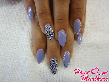 almond-shaped nails with fashionable nail-art