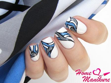 модные белые ногти со стильной абстракцией