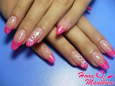 нарощенные гелевые ногти с рисунком корсета