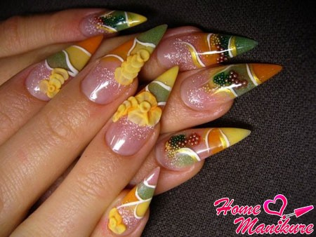 Naroscheny nails almonds with stucco