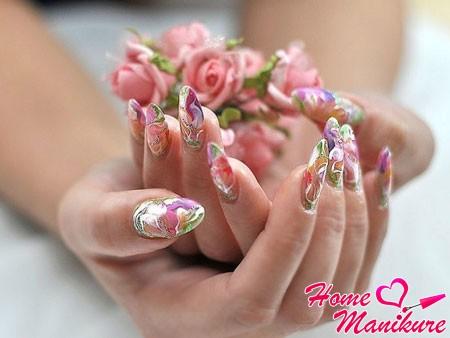 нарощенные гелем ногти с роскошной росписью