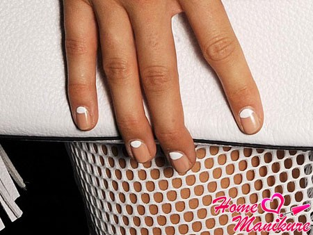 gentle moon manicure for spring-summer season