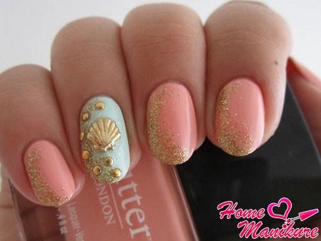 пастельные округлые ногти с блестками