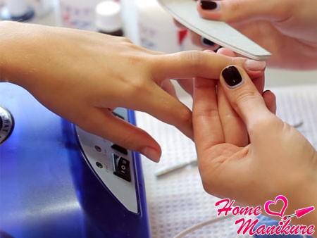 подготовительный этап работы с пилкой для ногтей