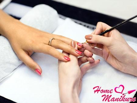 процесс наращивания ногтей биогелем