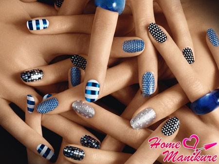 разнообразные стикеры на ногтях