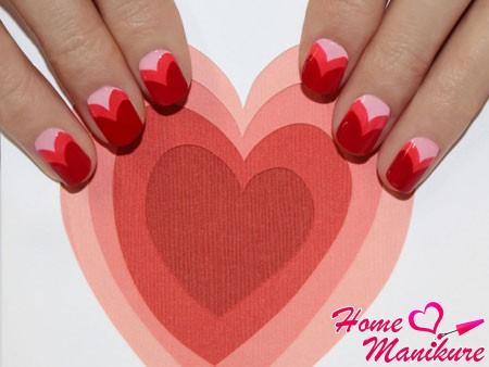 романтичный нейл-арт на овально-квадратных ногтях