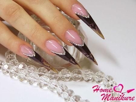 роскошные нарощенные ногти-стилеты
