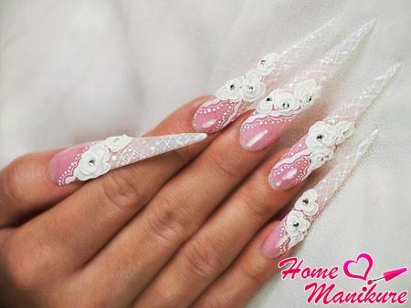 роскошные стилеты на руках невесты