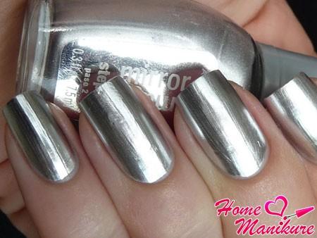 серебристые ногти с зеркальным эффектом
