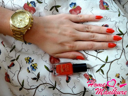 bold red nails almond shape