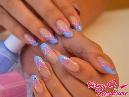 современный двухцветный френч на ногтях