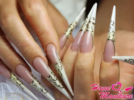 стилеты-пики на ногтях с золотым литьем