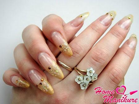 стильное наращивание ногтей гелем