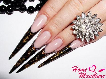 стильный и строгий дизайн на длинных ногтях