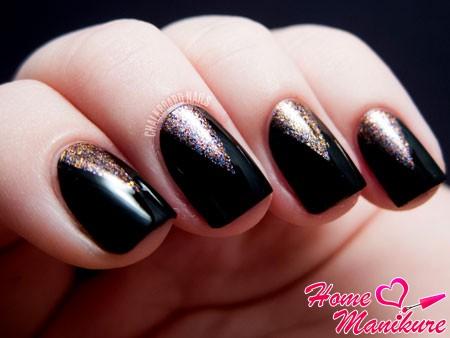 стильный лунный нейл-арт на черных ногтях