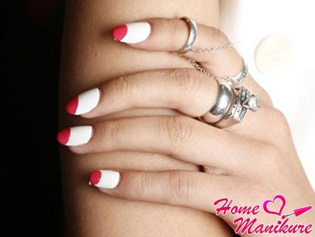 трендовый лунный дизайн ногтей на лето