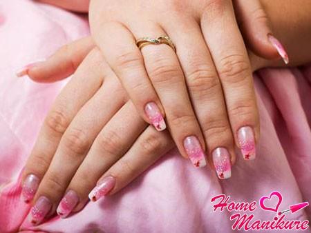 воздушный и романтичный дизайн гелевых ногтей
