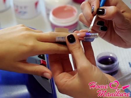 выкладывание кончика ногтя цветным гелем