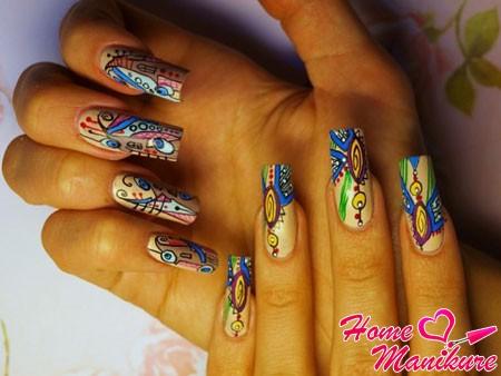 яркая абстракция на ногтях гелевыми ручками
