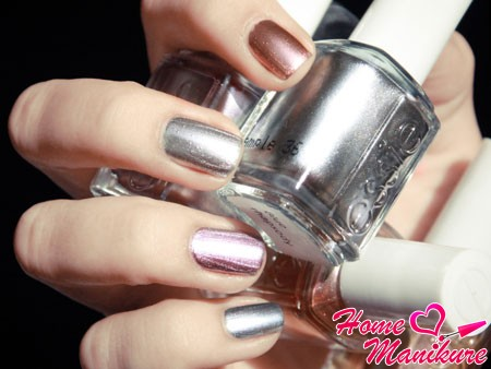 зеркальные лаки для ногтей от Essie