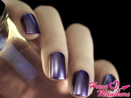 зеркальный дизайн ногтей в фиолетовой гамме