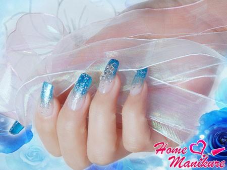 блестящие и красивые нарощенные ногти