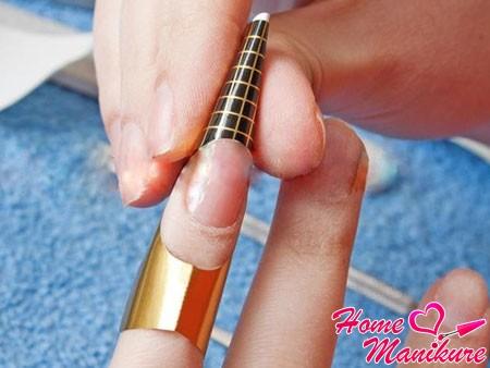 Особенности наращивания ногтей на формах