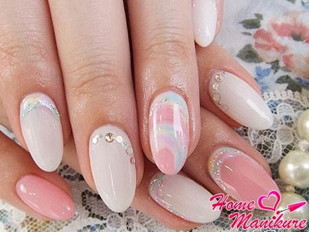 минималистский блестящий дизайн нарощенных ногтей