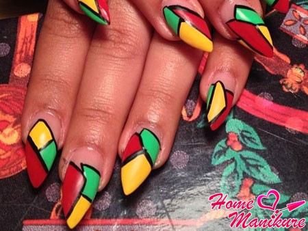 мозаичный рисунок на нарощенных ногтях миндаль