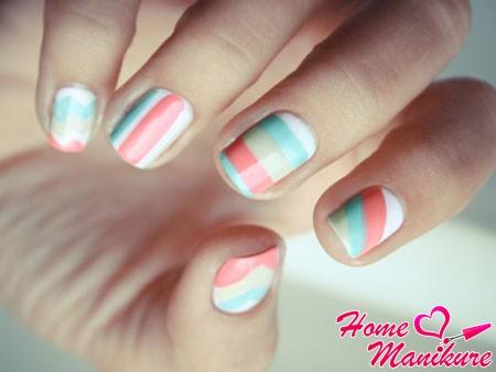 нежные полосатые рисунки на ногтях