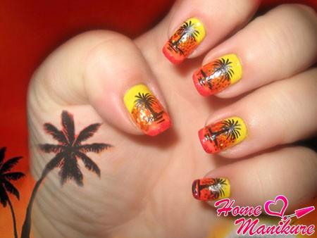 рисунки пальм и заката на ногтях