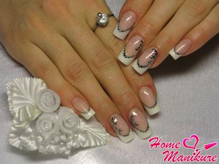 утонченные рисунки на белых ногтях френч