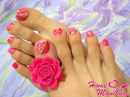 великолепный дизайн ногтей на ногах