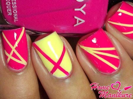 яркий дизайн ногтей с солнечными лучами