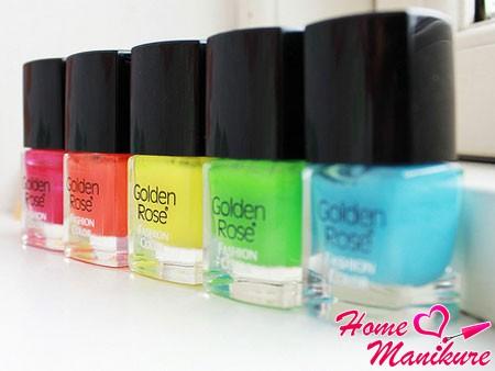 разноцветные лаки для ногтей Golden Rose