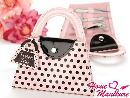 стильный маникюрный набор в виде сумочки